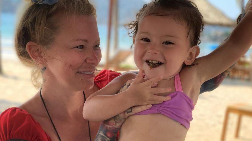 Jenna Jameson verteidigt Stillen ihrer Tochter Batel Lu (2)