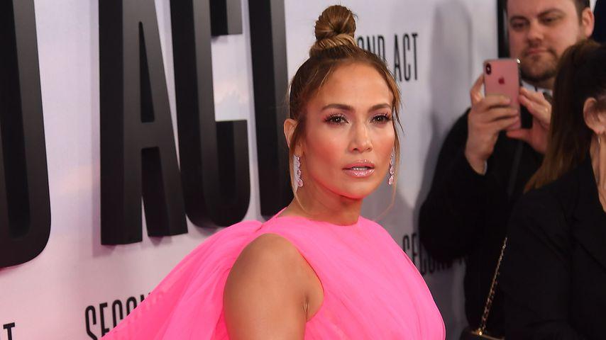 Sängerin Jennifer Lopez im Tüllkleid