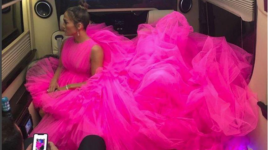 Ganz schön knapp: J.Lo passte mit Tüllkleid kaum ins Auto!