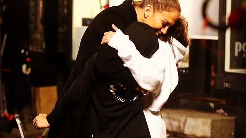 Rührendes Glücks-Pic: Hier umarmt Jennifer Lopez ihre Kinder