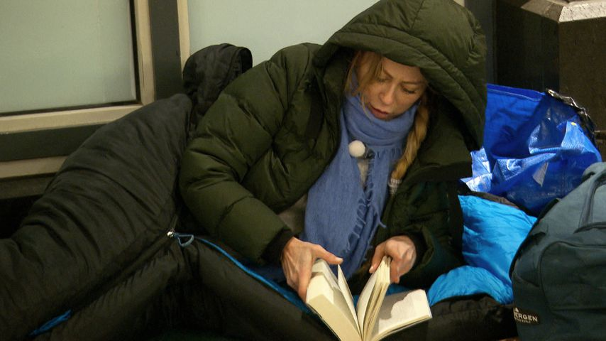 """Jenny Elvers bei """"Prominent und obdachlos"""""""