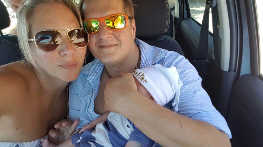 Jens Büchner mit Daniela Karabas und einem Zwilling