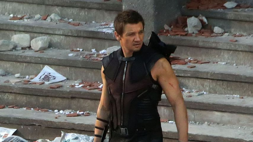 "Jeremy Renner am Set von ""Avengers: Age of Ultron"""