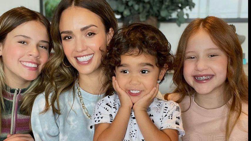 Jessica Alba mit ihren drei Kindern