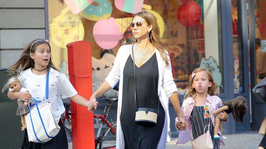 Jessica Alba mit ihren beiden Töchtern Honor (l.) und Haven (r.)