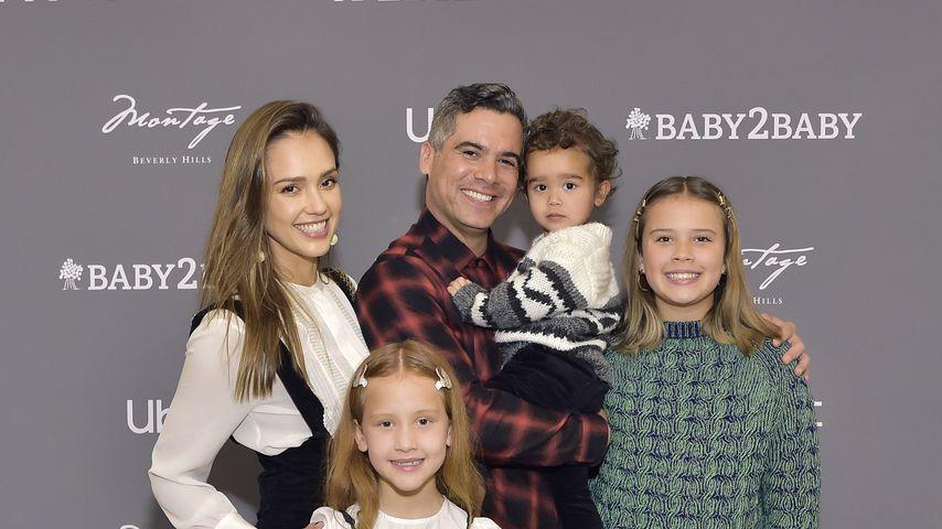 Jessica Alba und ihr Mann Cash Warren mit ihren Kindern Haven, Hayes und Honor bei einem Event