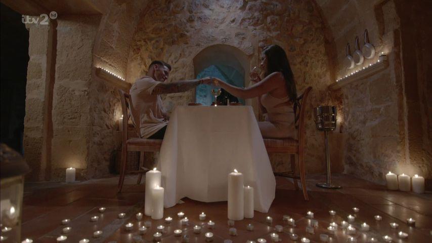 """Jessica Shears und """"Love Island""""-Kandidat Dom Lever auf einem Date"""