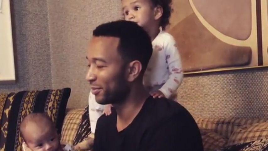 John Legend mit seinen Kindern Miles und Luna