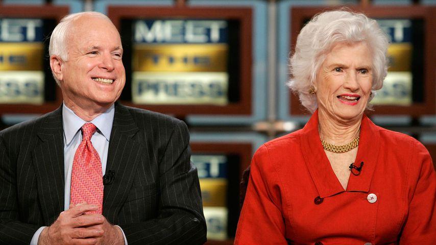 John McCain mit seiner Mutter Roberta McCain, 2007