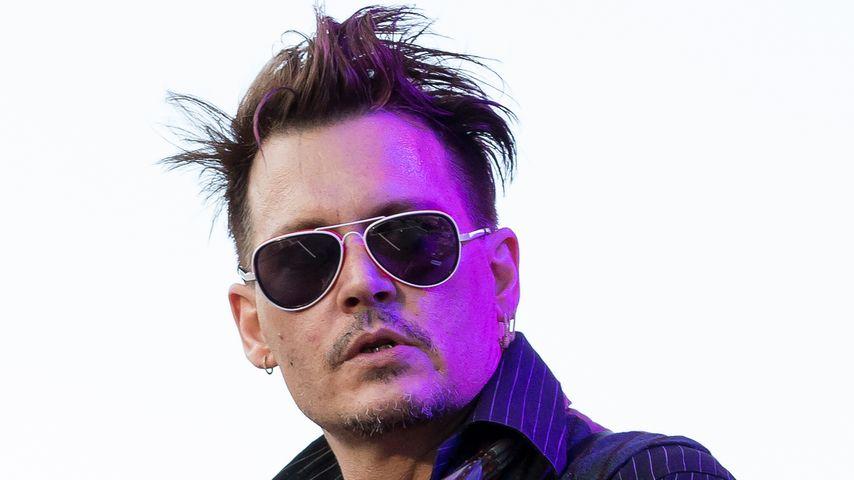 """Johnny Depp bei einem Konzert mit seiner Band """"Hollywood Vampires"""" in 2016 Stockholm"""