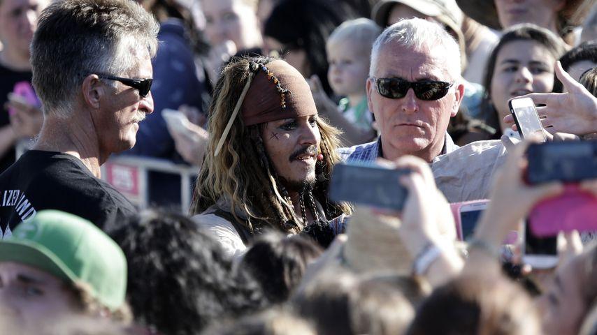 Johnny Depp und sein Leibwächter Jerry Judge 2015 in Brisbane