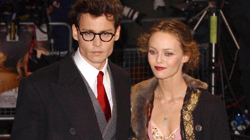 """Johnny Depp und Vanessa Paradis auf der """"Wenn Träume fliegen lernen""""-Premiere in London, 2004"""