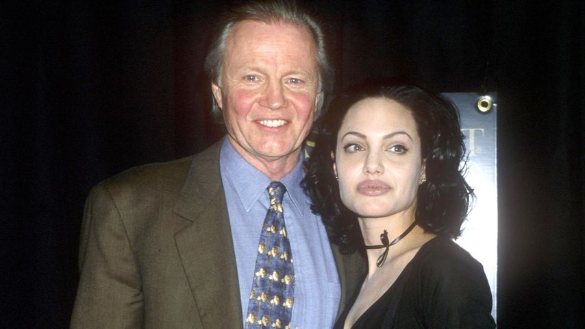 Jon Voight und Angelina Jolie im März 2000