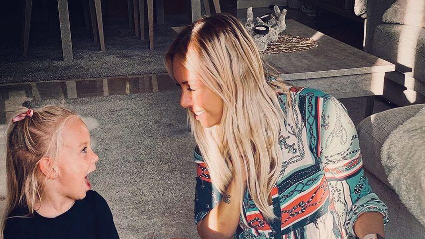 Julia Holz mit ihrer Tochter