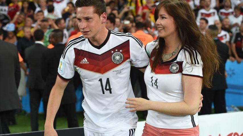 Julian Draxler mit seiner Freundin Lena nach dem Finale der WM 2014 in Rio de Janeiro