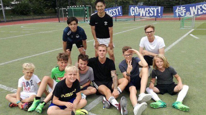 Megastar hautnah: Justin Bieber kickt mit Düsseldorfer Kids!