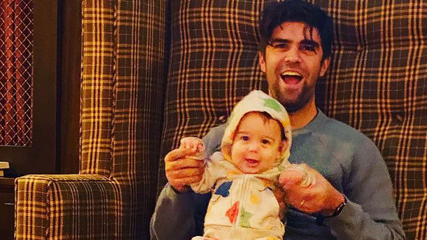Justin Mikita mit seinem Sohn Beckett Mercer und dem Hund Leaf im Dezember 2020