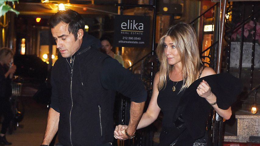 Justin Theroux und Jennifer Aniston verlassen ein Restaurant in New York