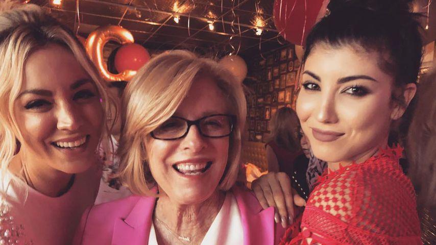 Kaley Cuoco mit ihrer Mutter Layne Ann und ihrer Schwester Briana bei ihrer Bachelorette-Party