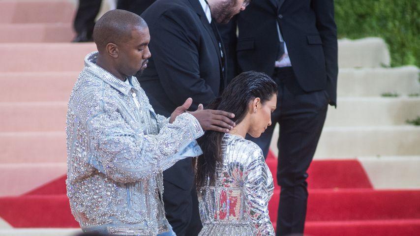 Nackt-Pic 2.0: Kim Kardashian zeigt Hatern den Stinkefinger!