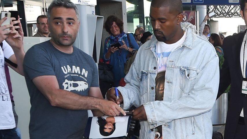 Personal Assistant? Kanye West schreibt Autogramme für Kim!