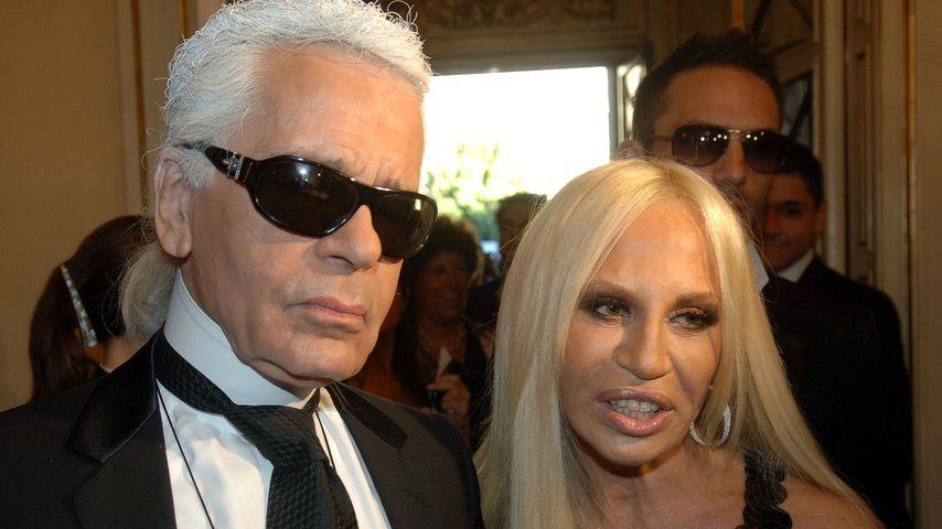 Karl Lagerfeld und Donatella Versace bei einer Trauerfeier zu Ehren von Gianni Versace