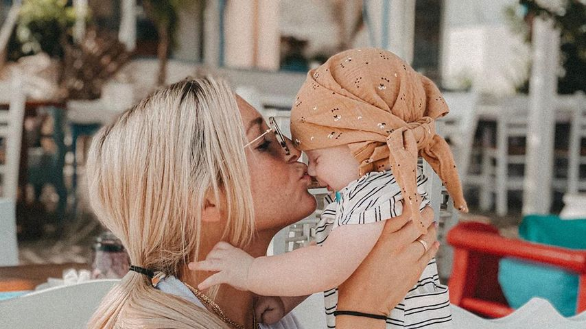 Karo Kauer mit ihrem Sohn Noah