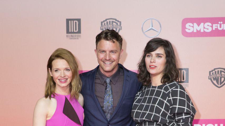 """Karoline Herfurth, Friedrich Mücke und Nora Tschirner bei der Premiere von """"SMS FÜR DICH"""" 2016"""