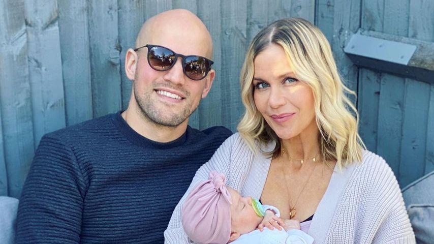 Kate Lawler mit ihrem Verlobten Martin und ihrem gemeinsamen Baby im April 2021