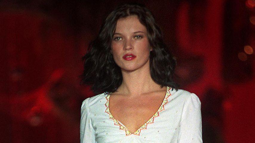 Kate Moss auf dem Laufsteg der Londoner Fashion Week, 1999