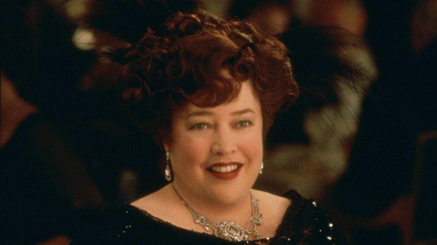 "Mutig: ""Titanic""-Star Kathy Bates lehnt Brust-Prothese ab!"