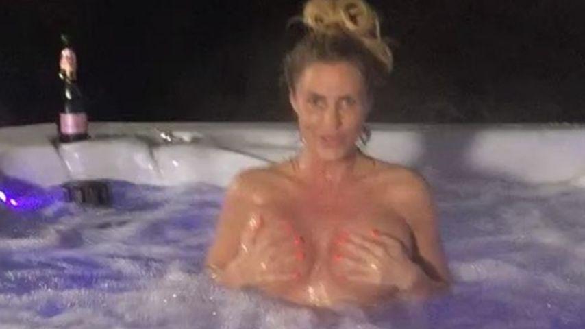 Splitterfasernackt: So weiht Katie Price ihren Whirlpool ein