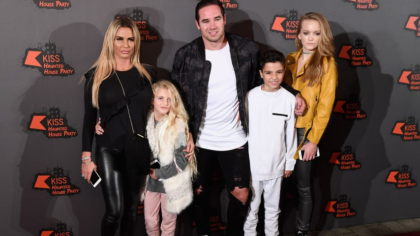 Katie Price mit Princess Tiaamii, Kieran Hayler, Junior Andre und einer Freundin in London