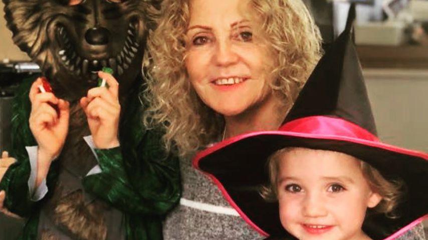 Katie Price' Mutter Amy und ihre Kinder Jett und Bunny an Halloween