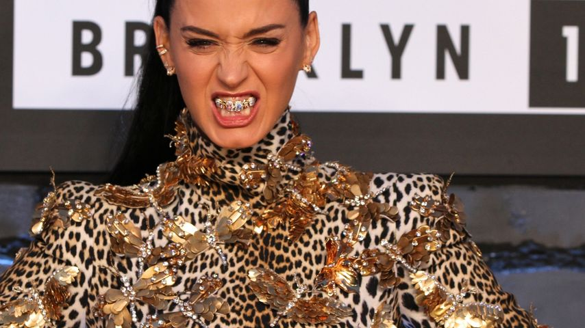 Karies-Look: Jetzt trägt auch Katy Perry Grillz