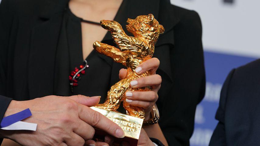 Kaveh Farnam, Baran Rasoulof und Farzad Pak mit einem Goldenen Bären