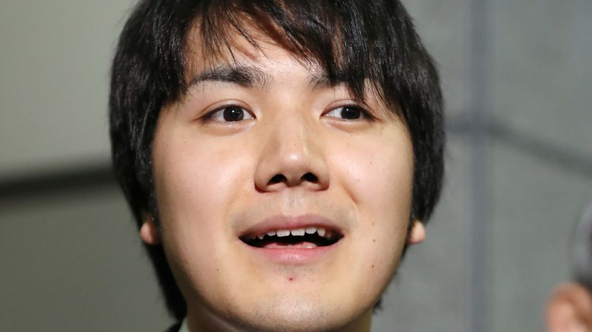 Kei Komuro spricht zu den Medien in Tokyo