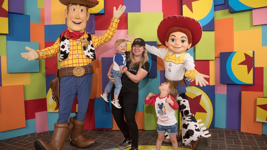 Kelly Clarkson mit ihren zwei Kindern