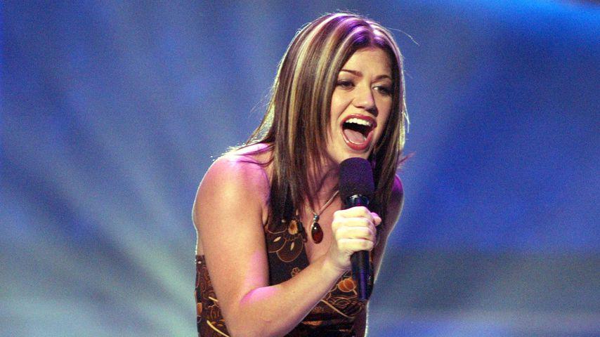 """Kelly Clarkson bei """"American Idol"""" im Jahr 2002"""