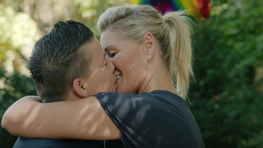 Neues Musikvideo: Hier küsst Kerstin Ott ihre Frau Karolina!