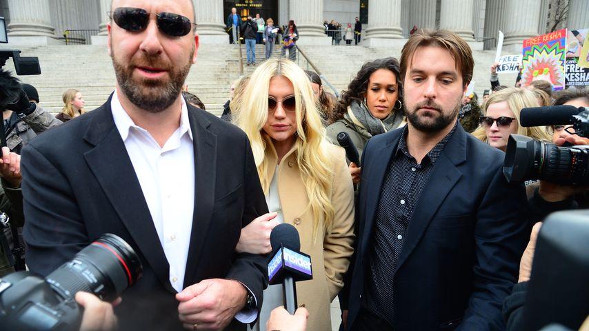 Im Vergewaltigungs-Prozess: Deswegen log Kesha vor Gericht