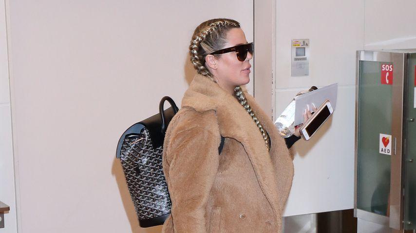 Khloe Kardashian am Flughafen in Tokio