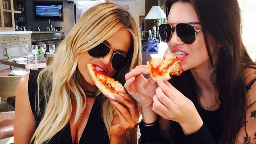 Pizza-Party: Khloe & Kendall gönnen sich 'ne Kalorienbombe