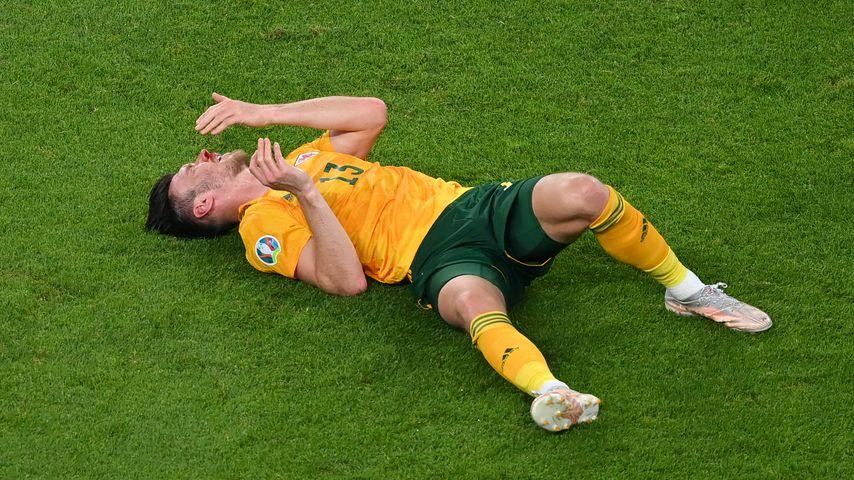 Bei Euro 2020: Wales-Spieler bleibt blutend am Boden liegen