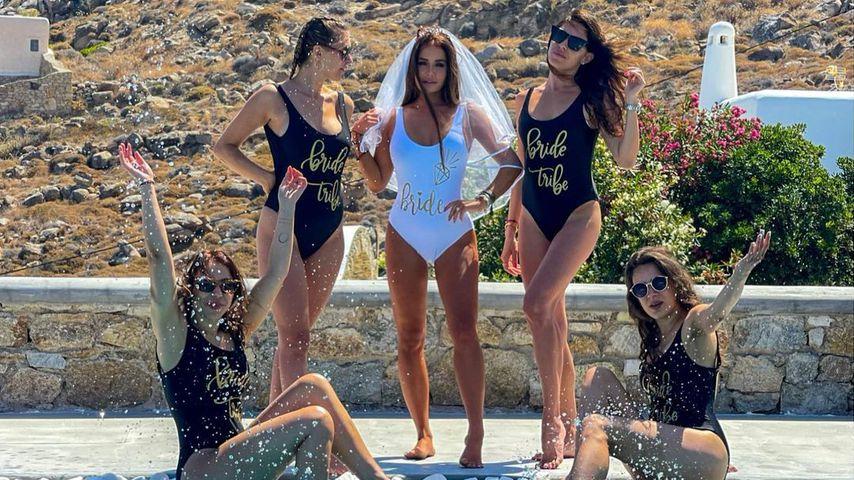 Kim Gloss mit ihren Freundinnen bei ihrem Junggesellinnenabschied auf Mykonos