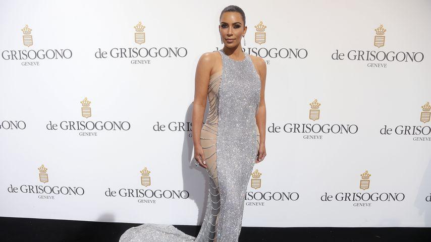 Funkelndes Kettenhemd? Kim Kardashian erstrahlt in Glitzer