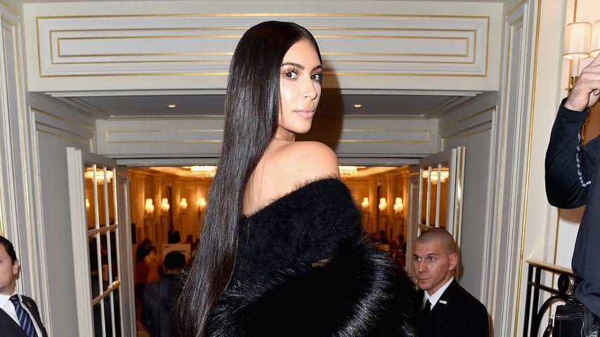 Kim Kardashian im Fell-Mantel