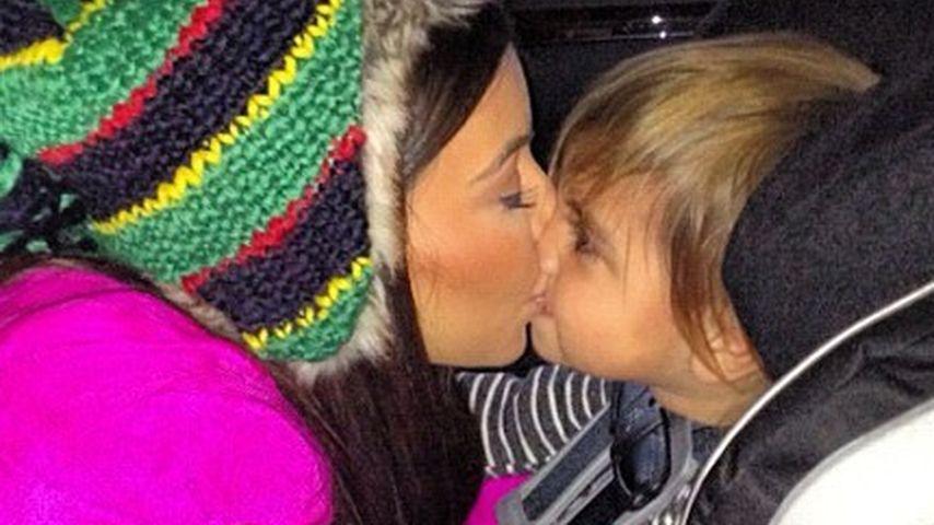 Goldig! Hier küsst Kim Kardashian ihren Neffen