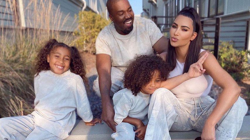 Kim Kardashian mit ihren Kindern North und Saint und Ehemann Kanye West