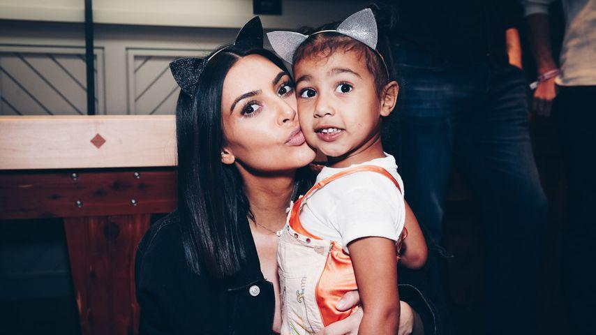 Kim Kardashian und North West bei einem Konzert von Ariana Grande